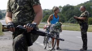 Merkel fordert Putin auf, Einfluss auf Separatisten geltend zu machen