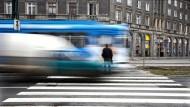 Auf der Fahrt durch Polen B: Eine Straßenbahn im Arbeiterstadtteil Nowa Huta im Osten von Krakau