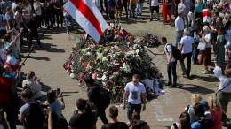 Belarussen gedenken des zu Tode gekommenen Demonstranten