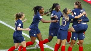 Gastgeber Frankreich startet mit klarem Sieg in die Heim-WM