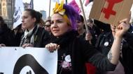 Frauen demonstrieren international für ihre Rechte