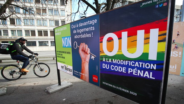 Schweizer stimmen über Gesetz gegen Homophobie ab