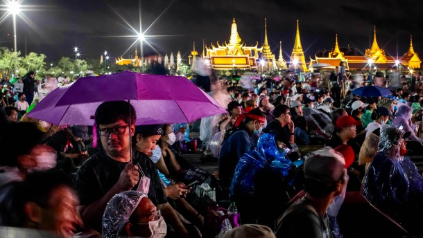 Zehn Forderungen an König Rama X.