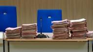 Die Anklage erfolgt anhand von Ermittlungen mittels historischer Dokumente. (Symbolbild)