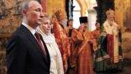 Nach dem Eid: Putin in der Kirche des Kremls