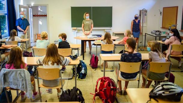 Eltern sehnen sich nach regulärem Schulbetrieb