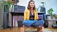 Die ehemalige Yogalehrerin Clara Fischer hat in der Coronakrise ihren Beruf gewechselt und arbeitet jetzt als Start-up-Beraterin.