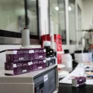 Die EU-Kommission hat den Wirkstoff Remdesivir des amerikanischen Herstellers Gilead Sciences unter Auflagen zugelassen.
