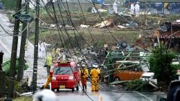 Der Taifun Nummer 19 legt Tokio still