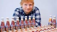 """Ed liebt Ketchup und Tatoos: Beides kombinierte nun der Hersteller """"Heinz"""" auf seinen Ketchupflaschen."""