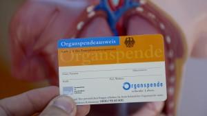 Beamtenbund zweifelt an Schub für Organspende durch Bürgerämter