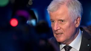 Seehofer: Nicht Bürgern Schuld an Rechtspopulisten geben
