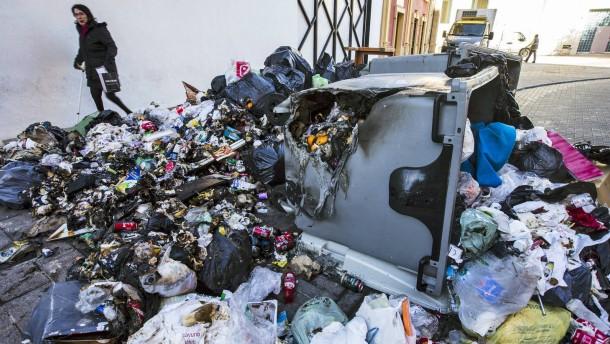 Müllberge in Málaga schrecken Ostertouristen ab