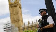 Polizei vor dem Parlamentsgebäude in London