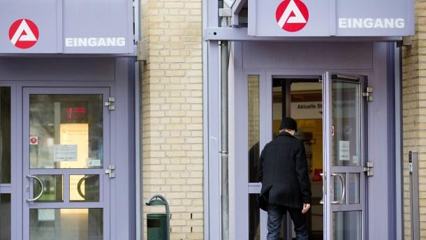 Jobcenter zahlen 60 Millionen Euro, um 18 Millionen einzunehmen