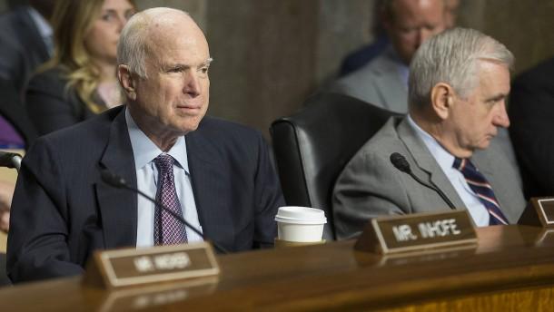 McCain sagt Trump Unterstützung für Steuerreform zu