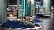 Obdachloser im Schlaf angegriffen