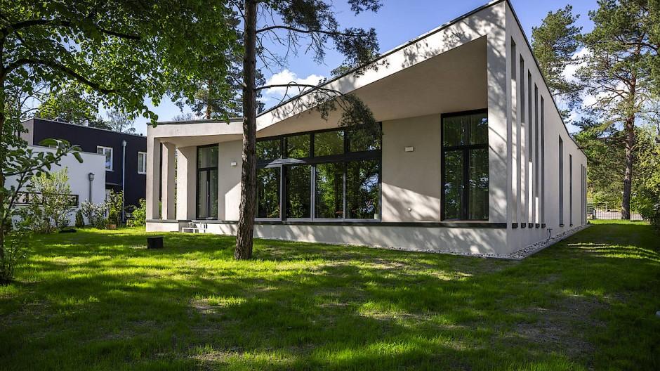 Aufstrebend und aufgelöst: Sowohl das Dach als auch die Säulenwände tragen zum gewissen Etwas bei.
