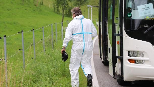 Mann ersticht Ehefrau in Linienbus
