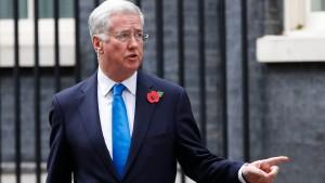 Britischer Verteidigungsminister tritt zurück