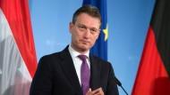 Der niederländische Außenminister Halbe Zijlstra, hier auf einer Pressekonferenz in Berlin im Auswärtigen Amt am 16.11.2017
