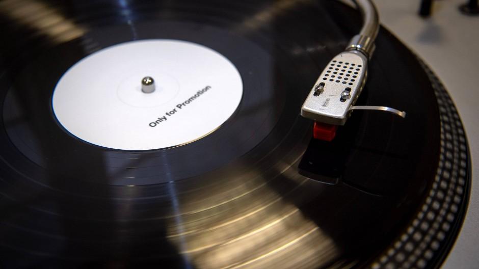 Bei der Produktion von Schallplatten läuft längst nicht mehr alles rund.