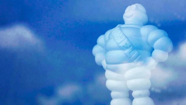 Kann auch Formel 1 - aber nur ganz anders: Der Michelin-Mann (Foto aus der Firmenzentrale in Clermon