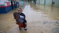 """Hurrikan """"Maria"""" bringt Überschwemmungen und Stromausfälle"""