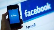 Facebook löscht mehr Hass-Einträge