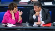 Brigitte Zypries und Sigmar Gabriel im Bundestag
