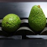 Dies sind keine gewöhnlichen Avocados: Bevor sie durch die Kontrolle laufen, wurde ihnen eine unsichtbare Schutzschicht aufgesprüht.
