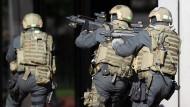 Polizisten der Antiterroreinheit der GSG 9 bei einem Einsatz (Archiv)