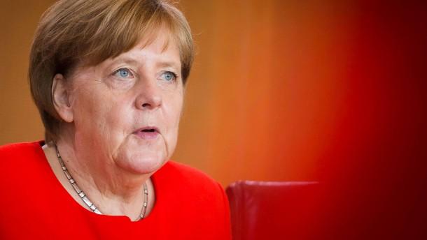 Opposition erhöht Druck auf Kanzlerin Merkel