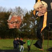 In Edenbridge wurde am Mittwoch eine Skulptur enthüllt: John Bercow hält die Köpfe von Premierminister Boris Johnson und Labour-Chef Jeremy Corbyn in den Händen.