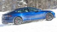 Ins Blaue hinein: Reichweiten-Versprechen für Elektroautos sind mit Vorsicht zu genießen. Auch ein Tesla muss im Winter der Kälte Tribut zollen.