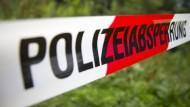 Die Leiche eines vermissten Mannes ist in einem Waldstück in Nordhessen gefunden worden. (Symboldbild)