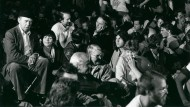 Als die Leute sich noch wehrten: Heinrich Böll (links) und Oskar Lafontaine (Mitte) 1981 auf einer Demonstration gegen die Pershing II in Mutlangen