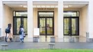 Pforte zur Karriere: Viele Studenten am House of Finance der Goethe-Uni liebäugeln immer noch damit, später bei einer großen Bank anzufangen. Doch auch Jobs bei Fintechs oder Beratungen sind bei Absolventen beliebt.
