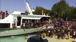 Behörden bringen Touristen in Sicherheit