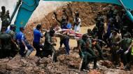 Lawine aus Müll tötet viele Menschen in Sri Lanka
