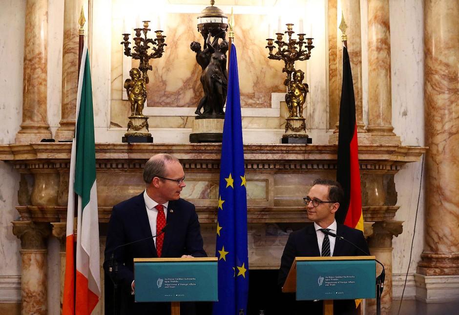 Bundesaußenminister Heiko Maas und der irische Außenminister Simon Coveney bei einer gemeinsamen Pressekonferenz im April 2018 in Dublin