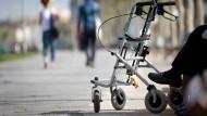 Den Alltag erleichtern: Eine neue Navigations-App soll Senioren Barrieren auf ihrem Fußweg schon bei der Streckenplanung zeigen.