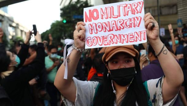 Thailandische Regierung ruft Ausnahmezustand aus