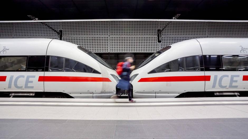 Jetzt aber schnell! Die Bahn investiert in der kommenden Zeit mehr als 10 Milliarden Euro in die Infrastruktur.