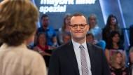 """""""Da bin ich ganz bei Ihnen"""": Etwas zu oft ist Gesundheitsminister Jens Spahn an diesem Abend bei der Position seiner Gesprächspartner."""