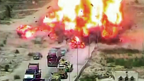Überwachungskamera filmt Explosion einer Autobombe