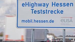 Erste Masten für eHighway Hessen auf der A5