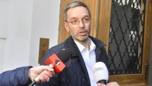 """Österreichs Innenminister will Flüchtlinge """"konzentriert"""" unterbringen"""
