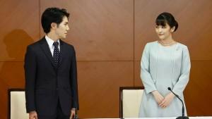Frau Komuro verlässt das japanische Kaiserhaus