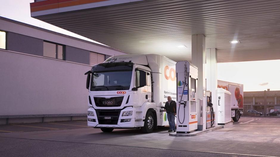 LKW an einer Tankstelle (Symbolbild)